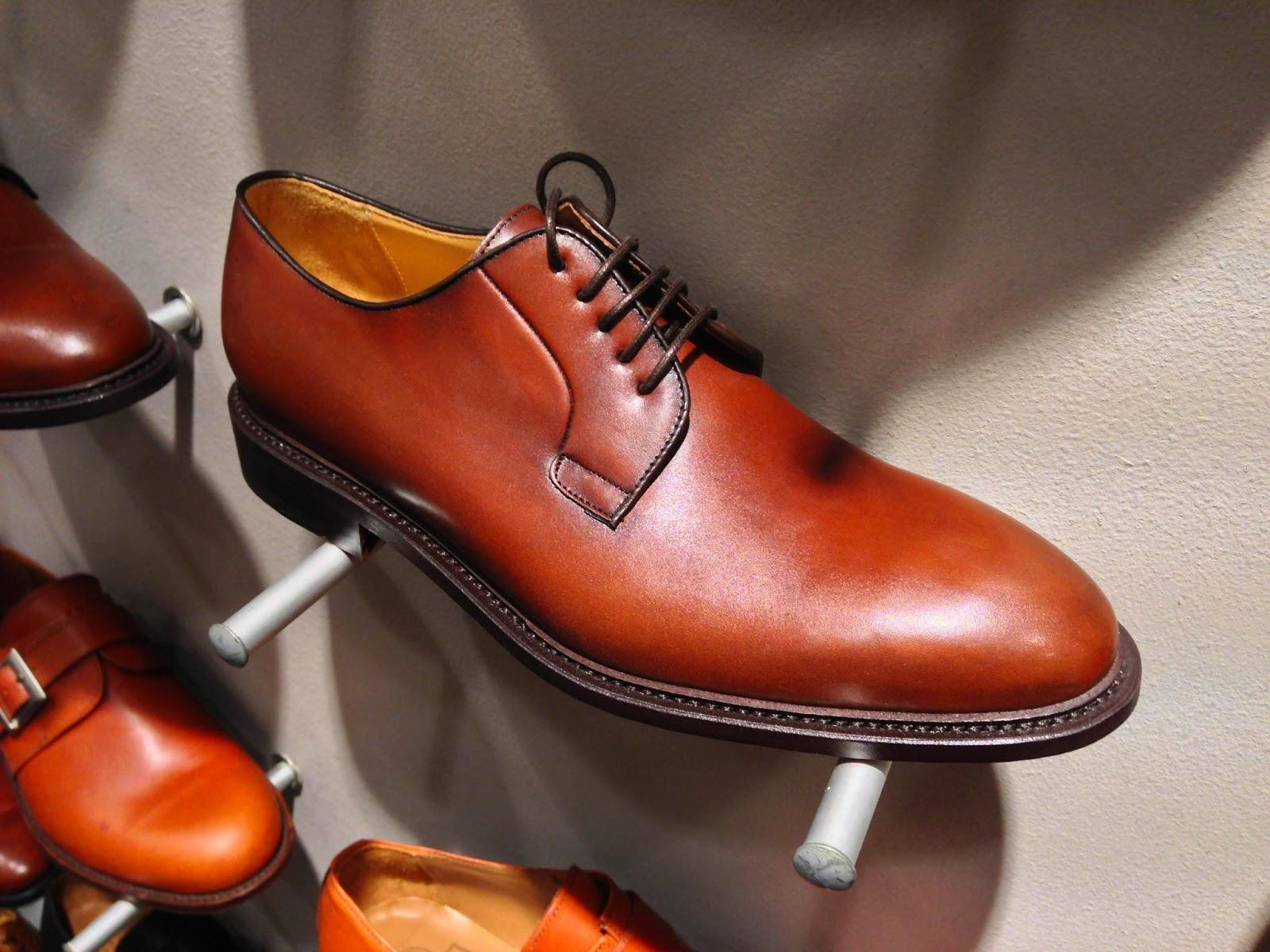 114bce11c76 En klassisk plain toe derby i riktigt fin varm brun nyans.